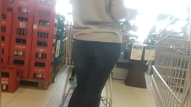 Milf ass in tight jeans nut booty shopping checkout