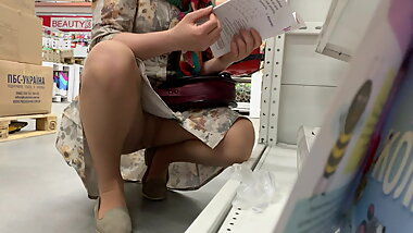 Upskirt in bookmall 4