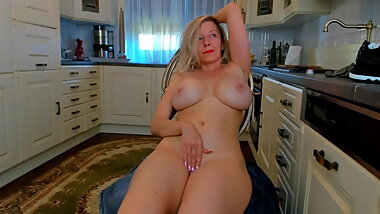 Pretty mom at home camshow 4